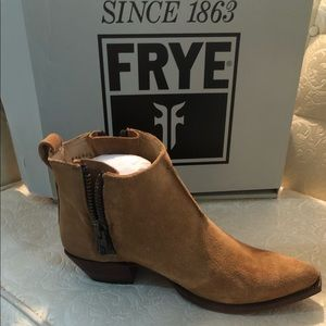 Frye Sasha moto short boot in sand